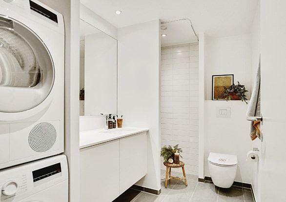 badevaerelse med vaskemaskine