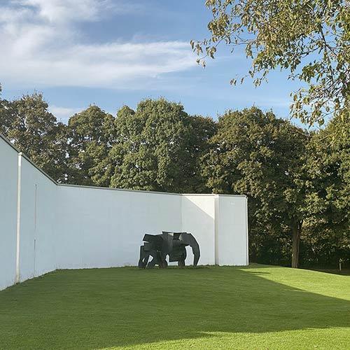 kunstinstallation af en elefant